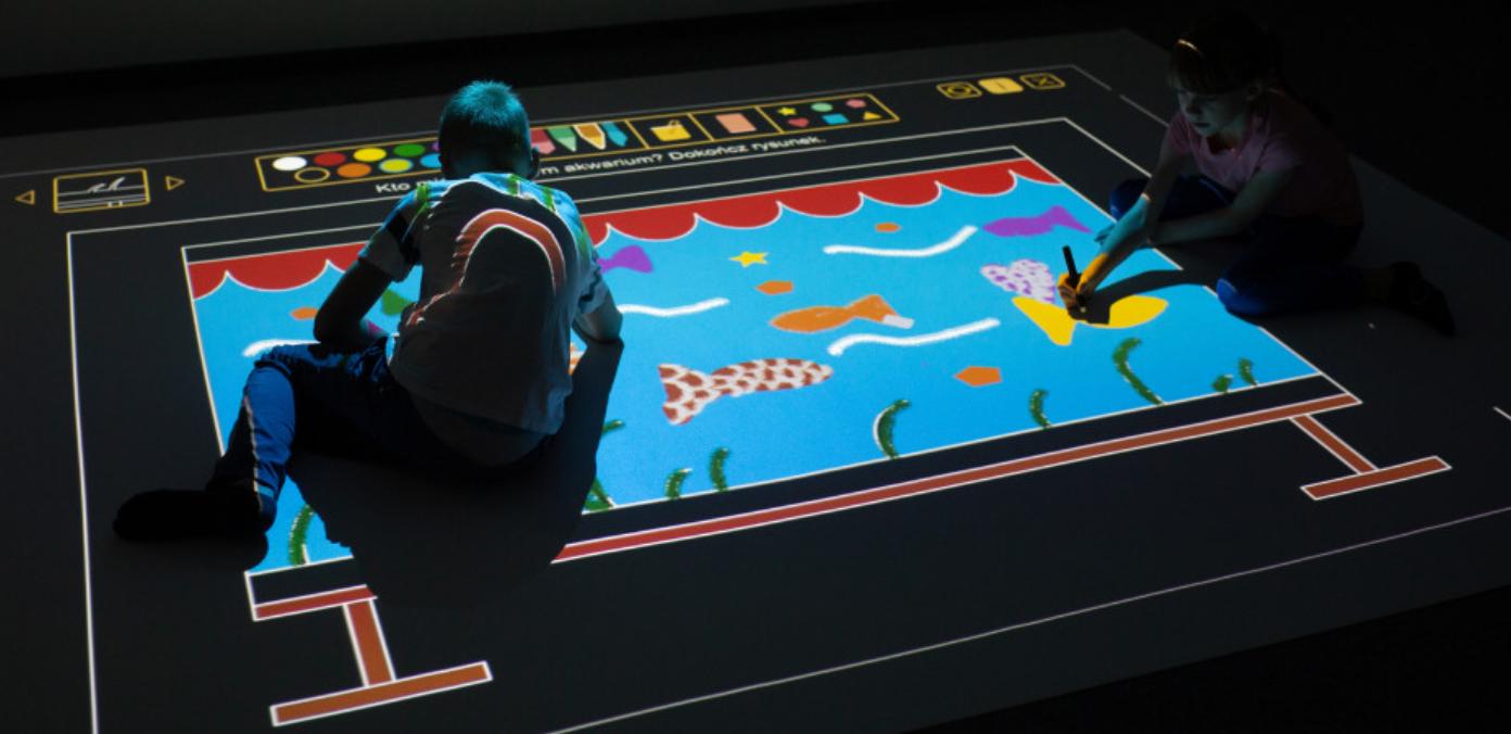 Wyobraź sobie - Kto mieszka w tym akwarium? Rysowanie na podłodze interaktywnej.